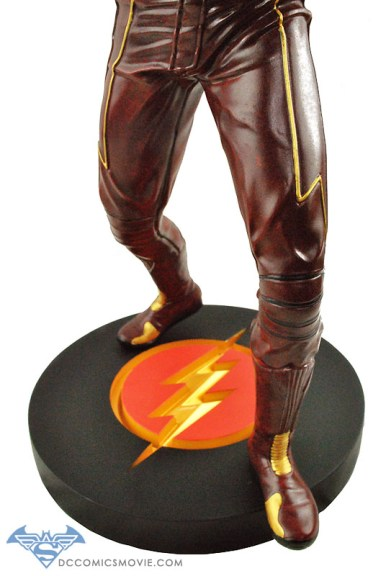 The_Flash_Statue_07