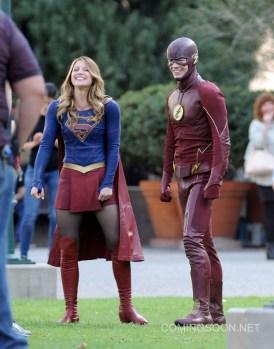 """Supergirl"" Melissa Benoist meets Flash Grant Gustin"