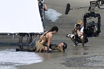 Wonder_Woman_Beach_03