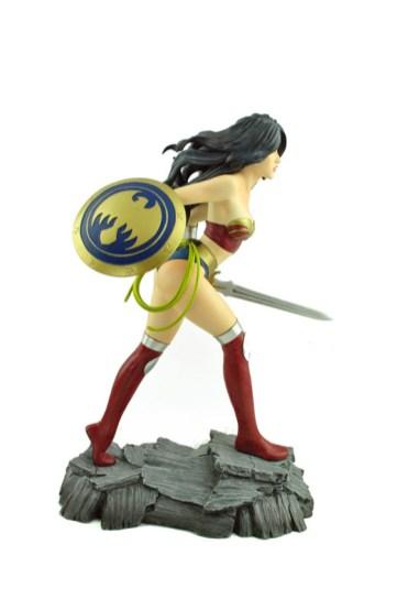 Wonder_Woman_Statue_04