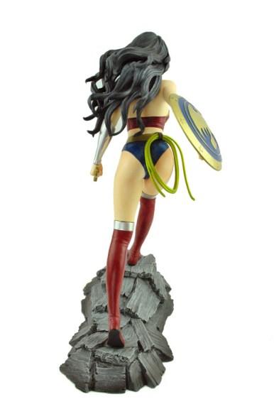Wonder_Woman_Statue_05