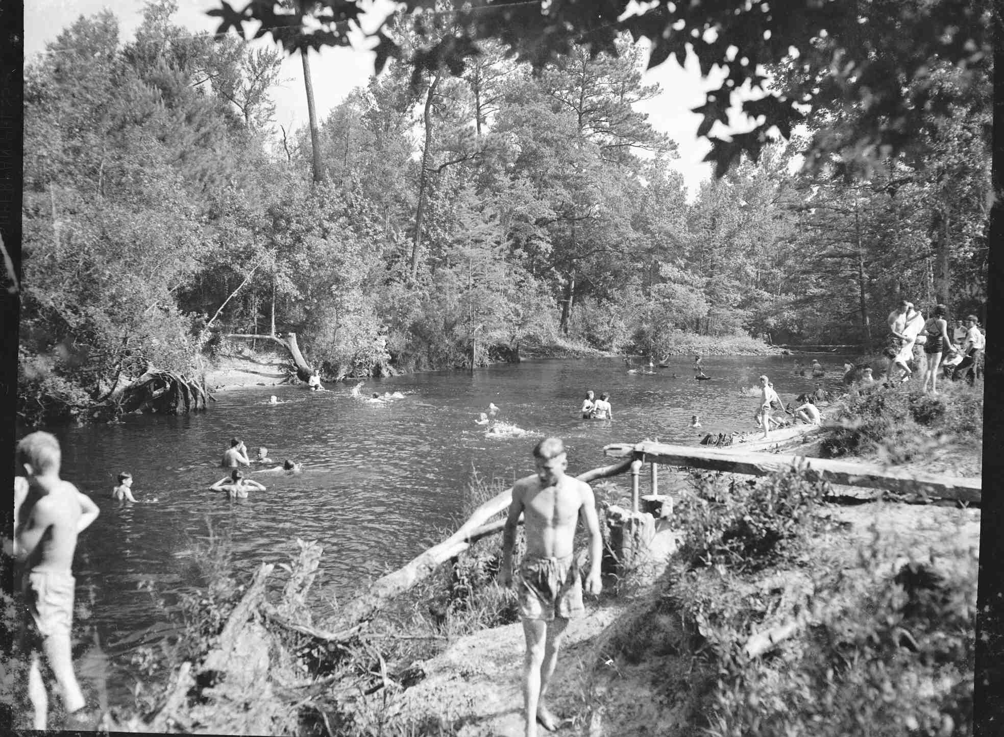darlpict-black-creek-bethay-hole-50s_16154438782_o.jpg