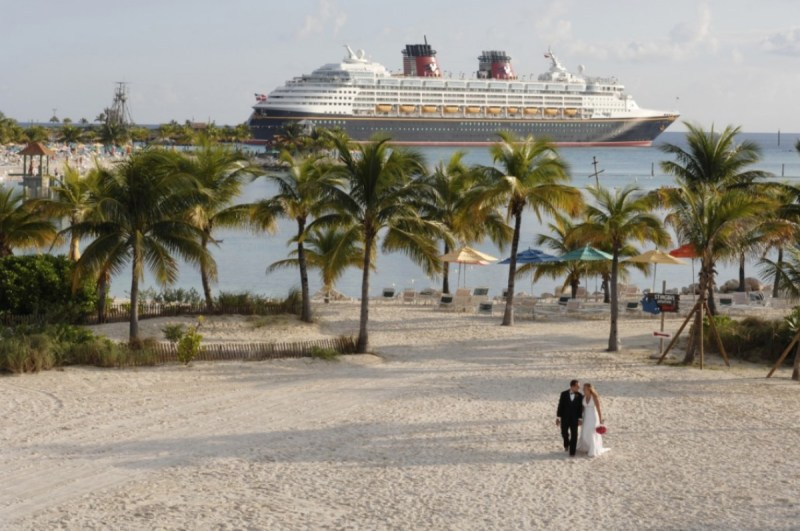 disney-cruise-castaway-cay-wedding-02