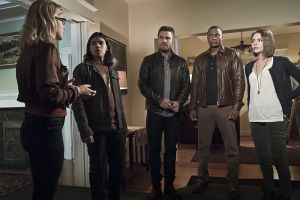 "Arrow -- ""Legends of Yesterday"" -- Image AR408A_0136b.jpg -- Pictured (L-R): Emily Bett Rickards as Felicity Smoak, Carlos Valdes as Cisco Ramon, Stephen Amell as Oliver Queen, David Ramsey as John Diggle and Willa Holland as Thea Queen  -- Photo: Katie Yu/ The CW -- © 2015 The CW Network, LLC. All Rights Reserved."