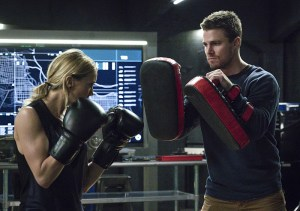 """Arrow -- """"A.W.O.L."""" -- Image AR411A_0036b.jpg -- Pictured (L-R): Katie Cassidy as Laurel Lance and Stephen Amell as Oliver Queen -- Photo: Liane Hentscher/ The CW -- © 2016 The CW Network, LLC. All Rights Reserved."""