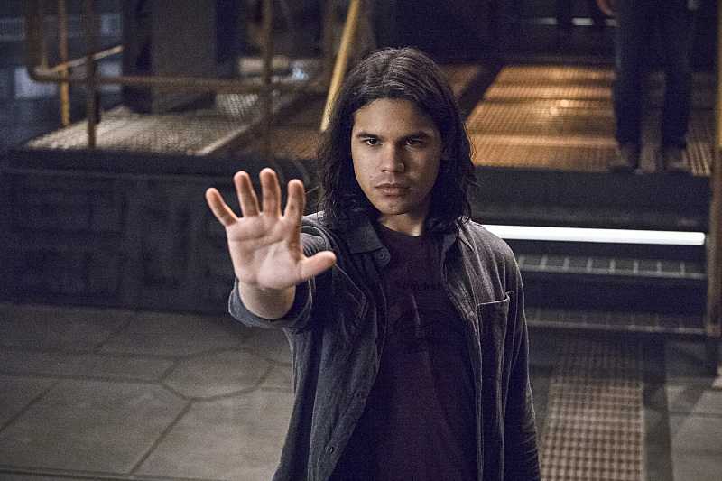 """The Flash -- """"Versus Zoom"""" -- Image: FLA218A_0196b.jpg -- Pictured: Carlos Valdes as Cisco Ramon -- Photo: Cate Cameron/The CW -- © 2016 The CW Network, LLC. All rights reserved."""