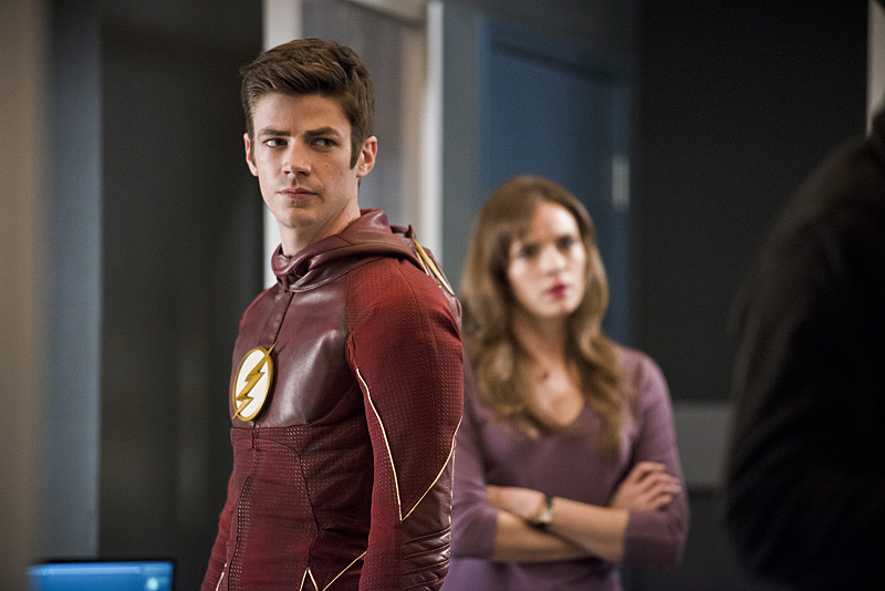 """The Flash -- """"Versus Zoom"""" -- Image: FLA218b_0225b.jpg -- Pictured (L-R): Grant Gustin as Barry Allen and Danielle Panabaker as Caitlin Snow -- Photo: Diyah Pera/The CW -- © 2016 The CW Network, LLC. All rights reserved."""