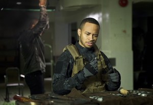"""Arrow -- """" Genesis"""" -- Image AR420a_0224b.jpg -- Pictured (L-R): David Ramsey as John Diggle and Eugene Byrd as Andy Diggle -- Photo: Diyah Pera/The CW -- © 2016 The CW Network, LLC. All Rights Reserved."""
