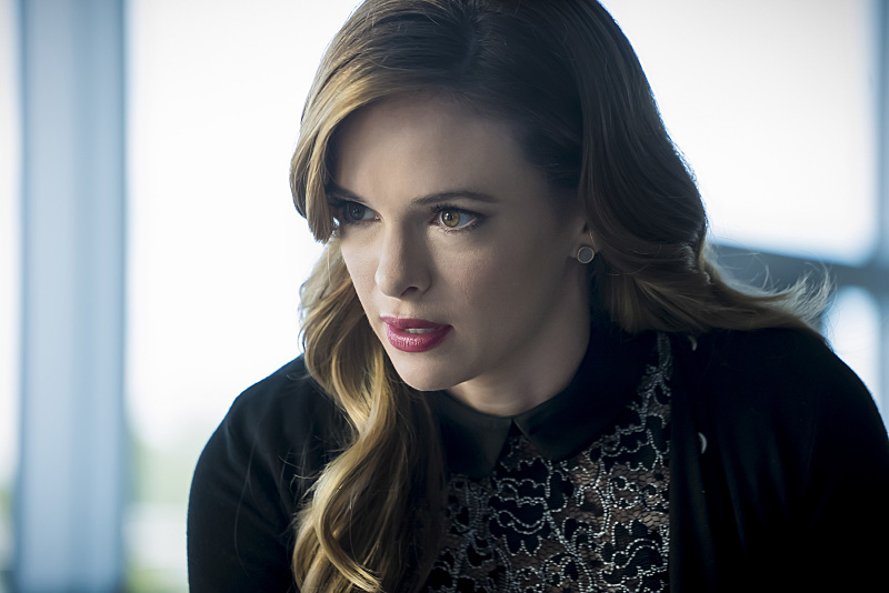 """The Flash -- """"Monster"""" -- Image FLA305b_0286b.jpg -- Pictured: Danielle Panabaker as Caitlin Snow -- Photo: Katie Yu/The CW -- © 2016 The CW Network, LLC. All rights reserved."""