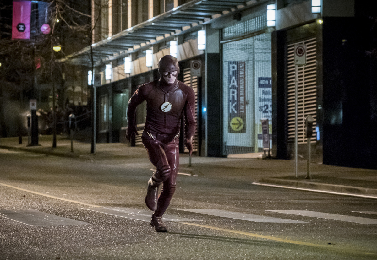 """The Flash -- """"Attack on Central City"""" -- FLA314a_0187b.jpg -- Pictured: Grant Gustin as The Flash -- Photo: Katie Yu/The CW -- © 2017 The CW Network, LLC. All rights reserved."""