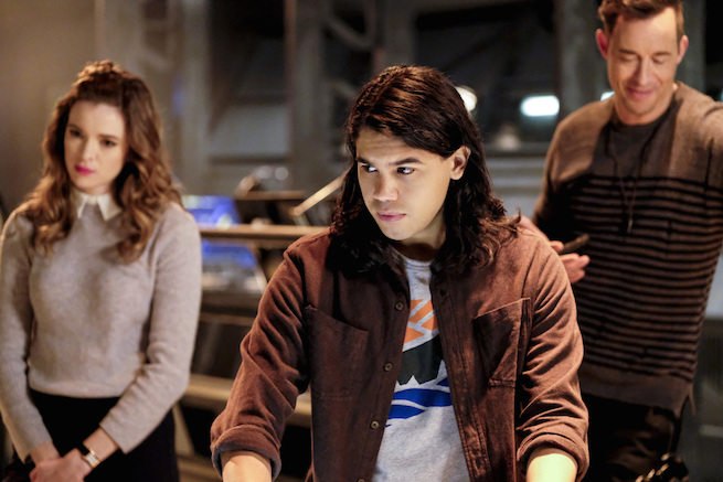 """The Flash -- """"The Wrath of Savitar"""" -- FLA315a_0025b.jpg -- Pictured (L-R): Danielle Panabaker as Caitlin Snow, Carlos Valdes as Cisco Ramon and Tom Cavanagh as Harrison Wells -- Photo: Bettina Strauss/The CW -- © 2017 The CW Network, LLC. All rights reserved."""