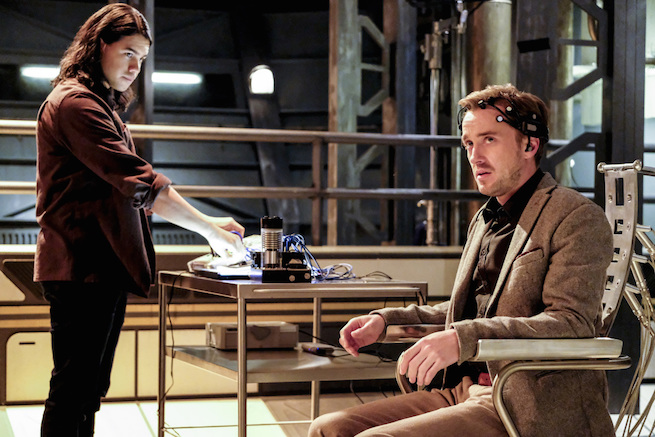 """The Flash -- """"The Wrath of Savitar"""" -- FLA315a_0090b.jpg -- Pictured (L-R): Carlos Valdes as Cisco Ramon and Tom Felton as Julian Albert -- Photo: Bettina Strauss/The CW -- © 2017 The CW Network, LLC. All rights reserved."""