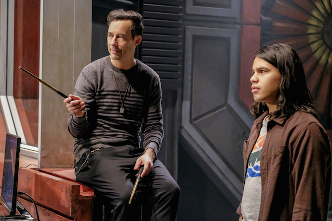 """The Flash -- """"The Wrath of Savitar"""" -- FLA315a_0239b.jpg -- Pictured (L-R): Tom Cavanagh as Harrison Wells and Carlos Valdes as Cisco Ramon -- Photo: Bettina Strauss/ The CW -- © 2017 The CW Network, LLC. All rights reserved."""