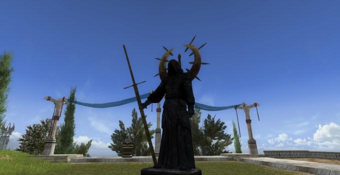 Statue vêtue d'une robe noire – Extérieur – Droite