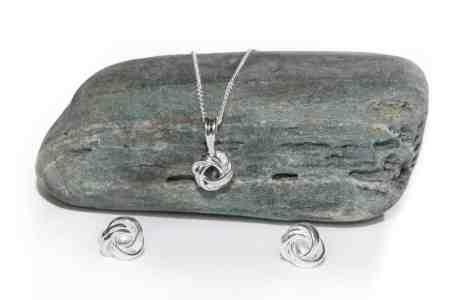 Love Knot Necklace (Medium) 5