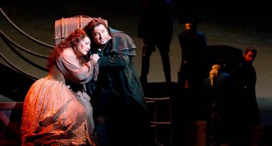 Patricia Racette as Manon Lescaut and Kamen Chanev as Chevalier des Grieux. (Photo: Scott Suchman)