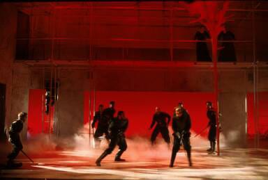 Stacy Keach as Macbeth and cast. (Photo: Carol Rosegg)
