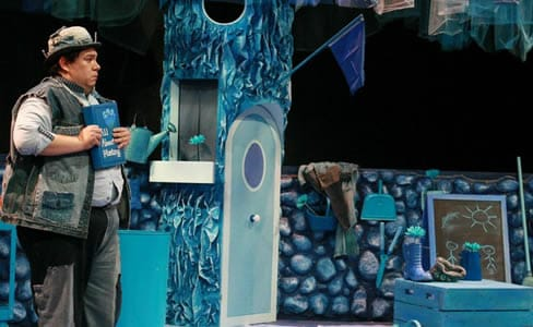 Phillip Reid as Inky Blue in Imagination Stage's, Blue. (Photo: Lauren Alexander)