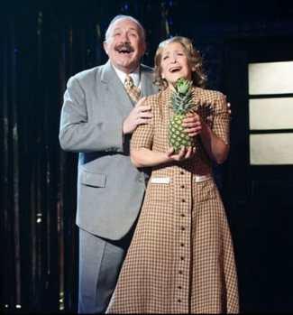 Rick Foucheux (Herr Schultz) and Naomi Jacobson (Fra ulein Schneider) in  Cabaret  at Signature Theatre. (Photo: Margot Schulman)