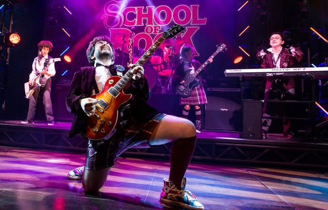Alex Brightman and the kids from School of Rock - The Musical (Photo: Matthew Murphy)
