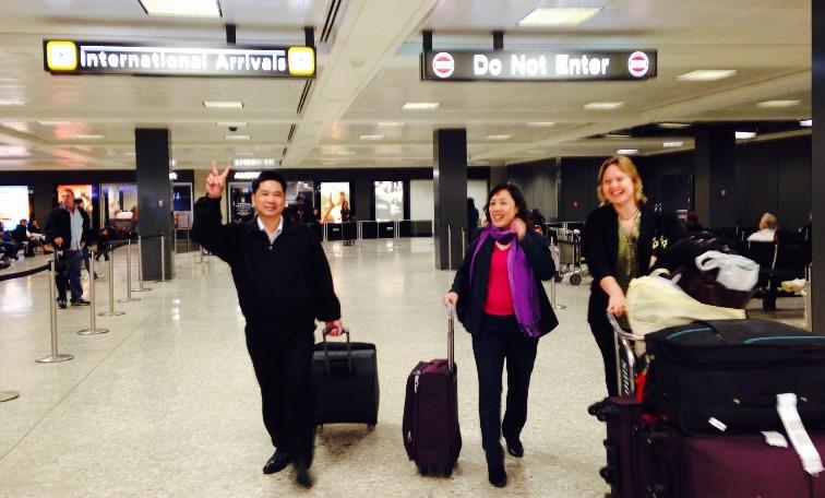 Ông Cù Huy Hà Vũ và vợ  đến Mỹ. Nguồn: EDLC & BPSOS