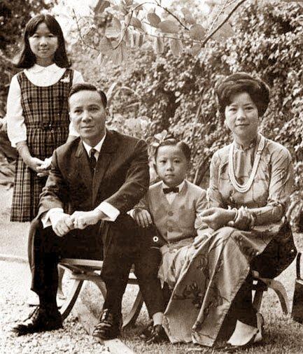 Gia đình TT Nguyễn Văn Thiệu. Nguồn: Tạp Chí Duyên Dáng Việt Nam.