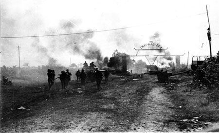 Các cuộc tấn công để chiếm Mai Hắc Đế cơ sở ở thị xã Buôn Ma Thuột trong chiến dịch Tây Nguyên, tháng Ba năm 1975. Một nộp ảnh từ Bảo tàng Quốc gia Lịch sử Việt Nam