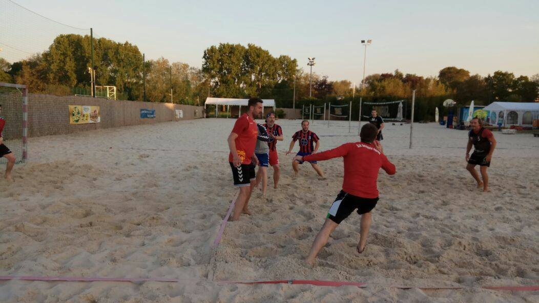 Beachhandballtraining im Beachclub