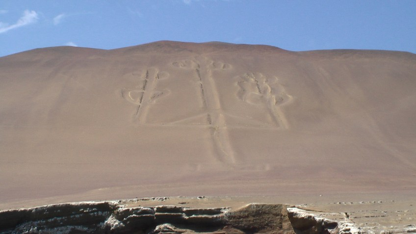 Picture by D. Dears of El Candelabro near Pisco, Peru