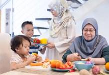 Ibu Tidak Mau Tinggal dengan Anak-Mantu, Durhakakah Jika Tidak Bisa Merawatnya?