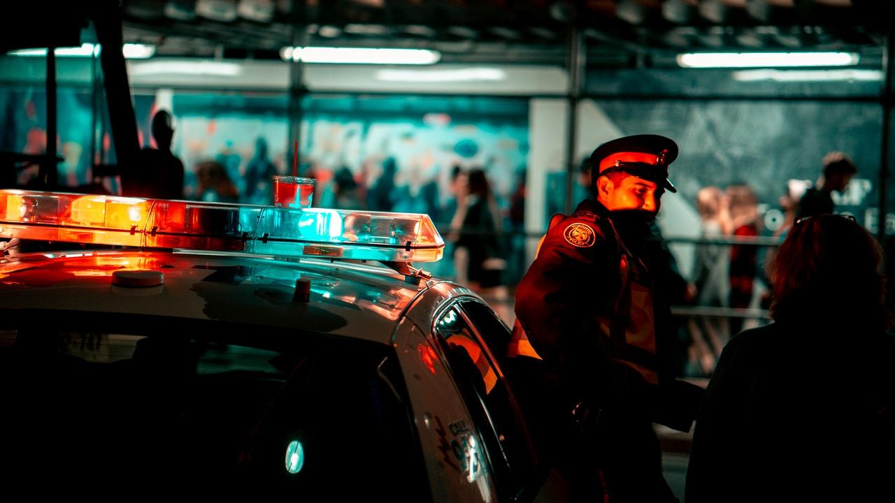 ddlaw police man lights toronto
