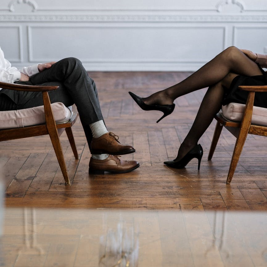 divorcing couple discussing spousal support