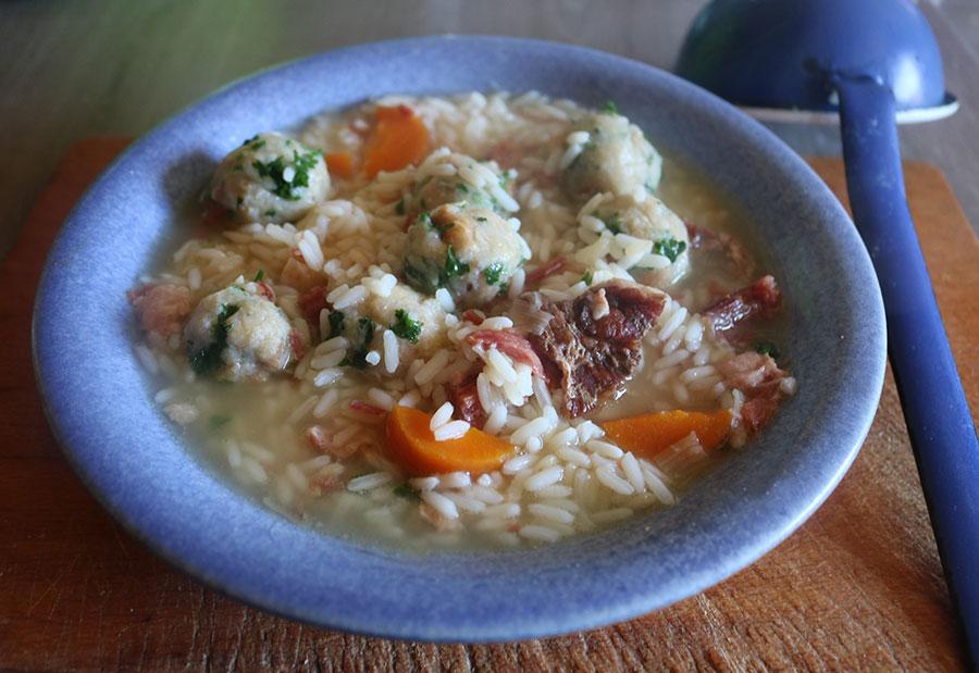 Omas Reissuppe DDR Rezept mit Petersilienklößchen