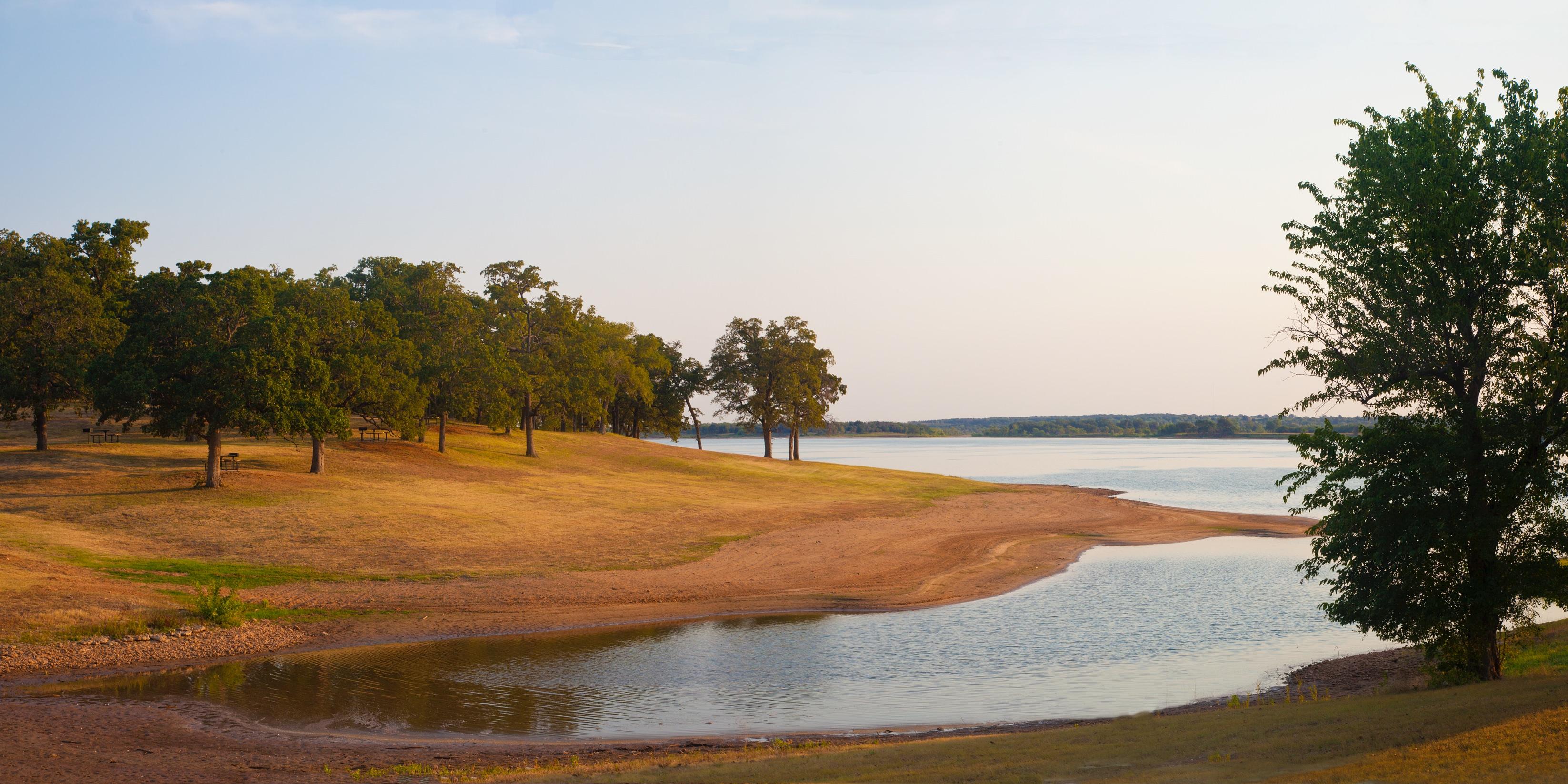 Photo of the shore of Lake Texoma