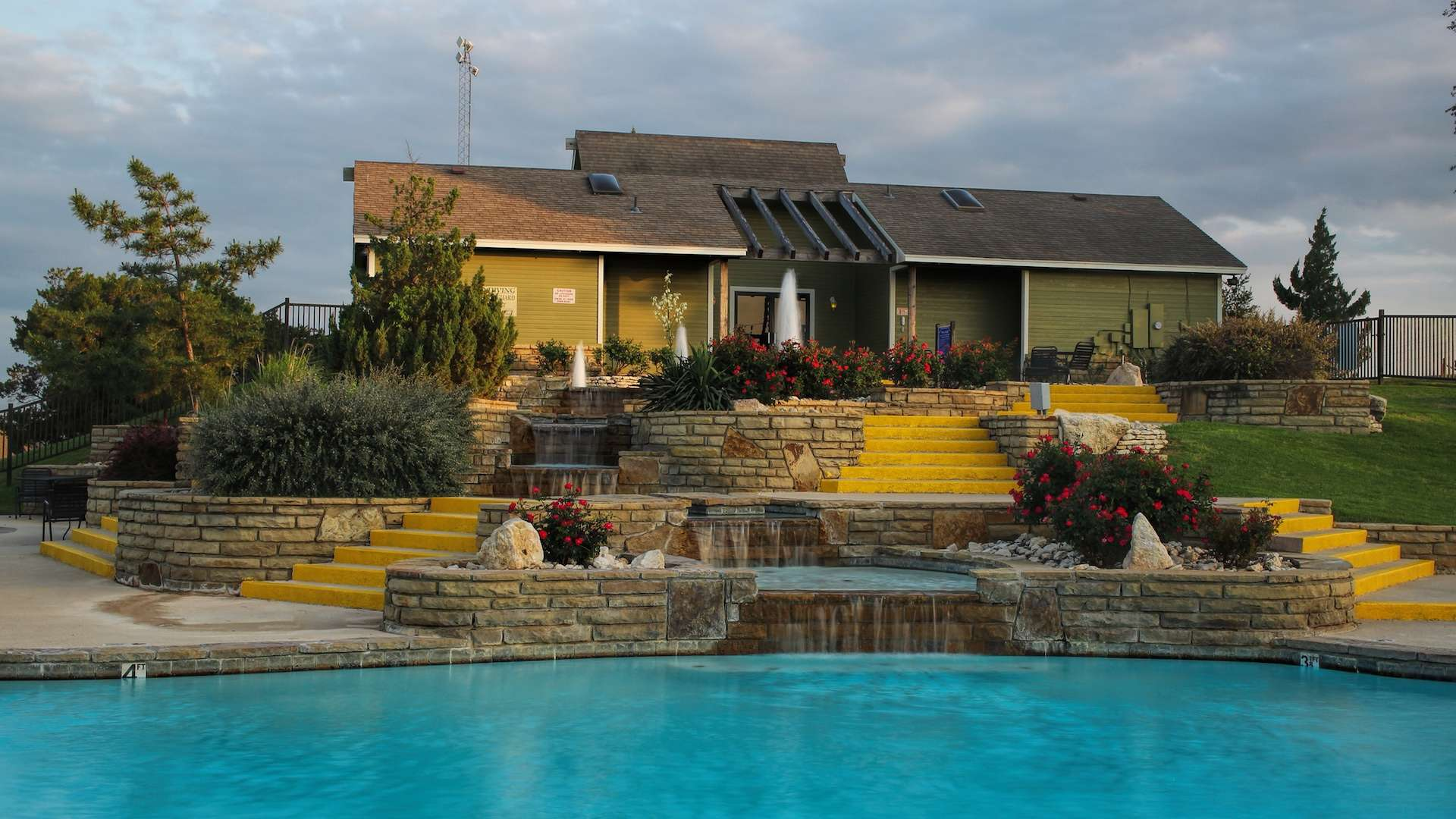 Photo of a pool at White Bluff