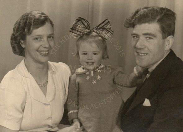 Hendrina Louise Frank met haar man Cornelis Koper, en hun dochter