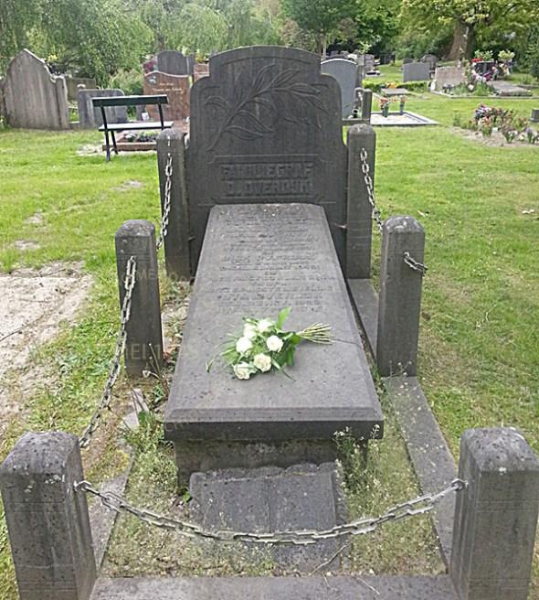 Graf van Rita op Nieuwe Oosterbegraafplaats. Zij ligt begraven bij haar grooutouders