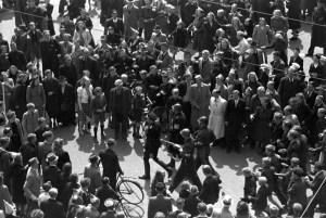 Arrestatie op de Dam door B.S. Foto: Wiel van der Randen, Nationaal Archief / Spaarnestad Photo