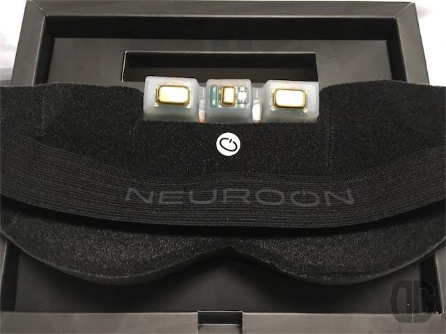 neuroon 本体裏側