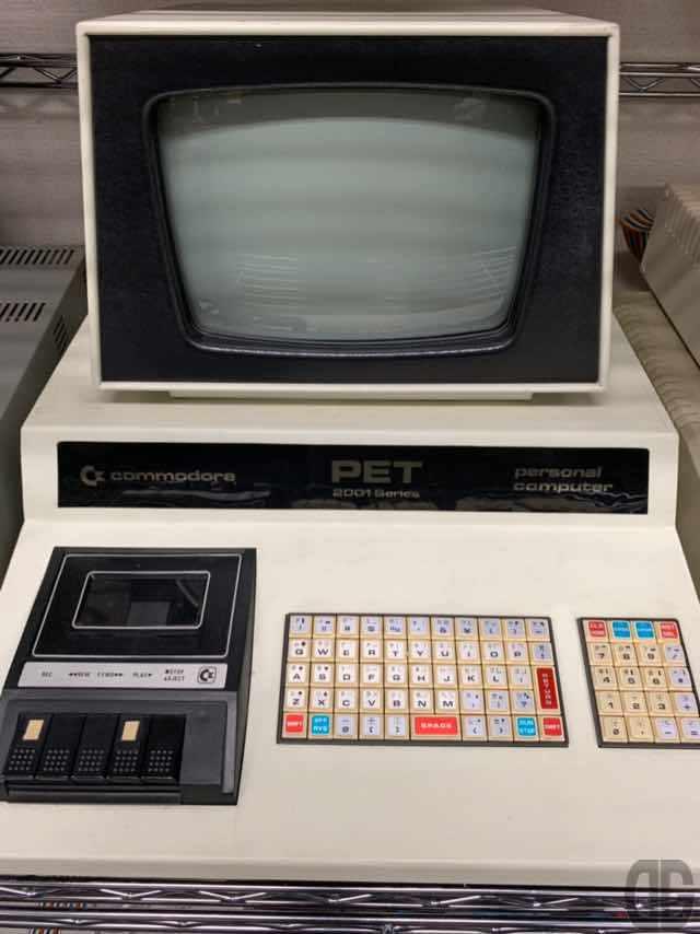 Commodore PET-2001シリーズ。マイコン雑誌に広告が掲載されているのは見たことありますが、実機を見たのは初めてです。
