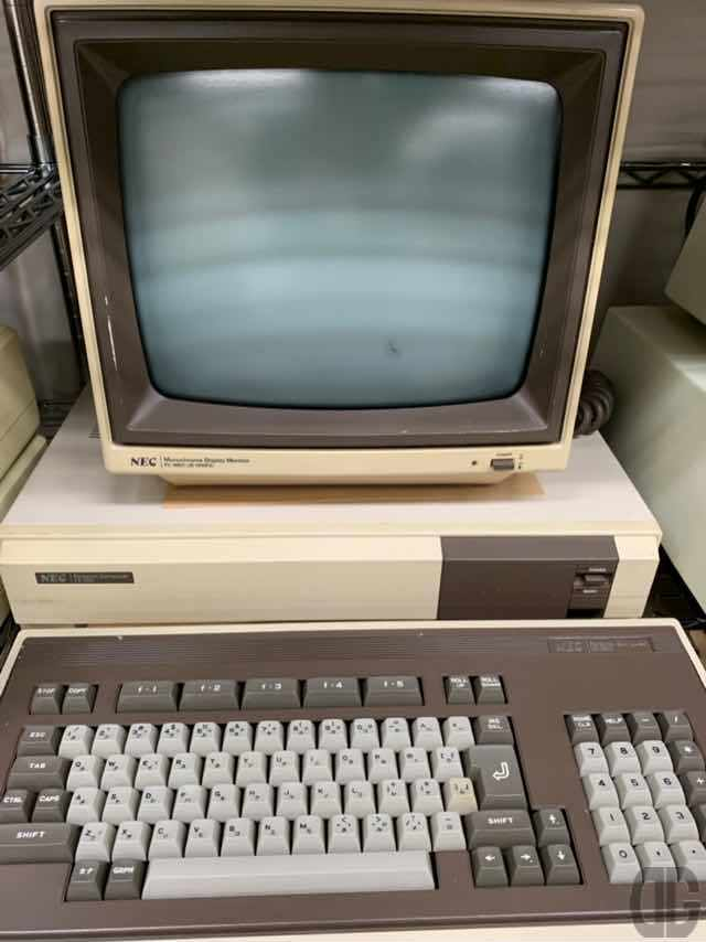 NEC PC-8801。グラフィック解像度をPC-8001の160x100から漢字表示可能な640x200と飛躍的に向上させた機種。私はこの後のPC-8801mkIIを中2で勝ってもらい家の経理プログラムを作って、以後何機種か変えながら20年以上使ってました。