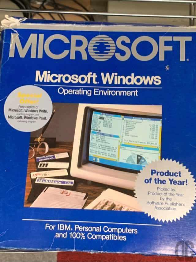 周辺機器じゃなくてソフトウェアですが。Windows 1.0。まだウインドウを重ねることが出来ずタイル状に並べるのがやっとでした。