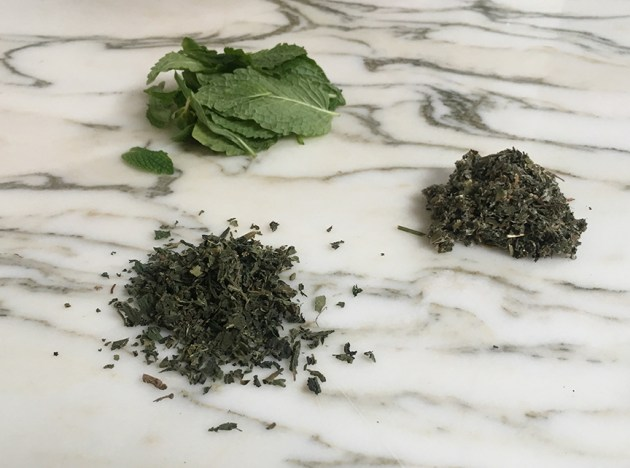 diy-how-to-make-lady-tea-red-raspberry-leaves-nettle-tea-recipe-2-desmitten