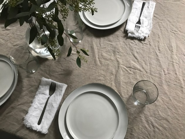 roundup-everyday-white-dishes-homestories-desmitten