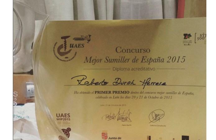 Detalle del título y del trofeo como Mejor Sumiller de España 2015