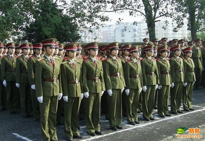 https://i2.wp.com/de.acidcow.com/pics/20090810/pics/2/china_army_girls_06.jpg