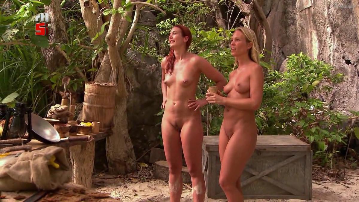Charlotte Beaumont  nackt