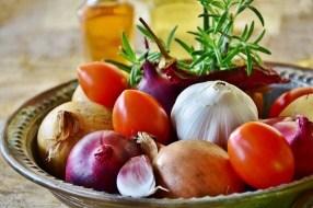 Obst und Gemüse um den Körper zu reinigen