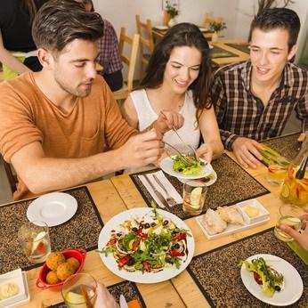 Gut essen während des Tages und in der Nacht schlank werden
