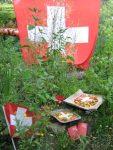 Wir feiern 1.August mit Schweizer Fahne in unserem Permakultur-Garten